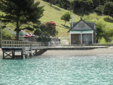 Waiheke Whites Bay: Dock for boat access