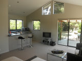Waiheke Ridge Studio: Dining kitchen