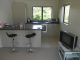 Waiheke Ridge Studio: kitchen