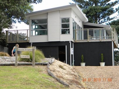 Waiheke Bayview Bungalow (Guest Suite): Waiheke holiday house in Surfdale