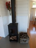 Baywatch Cottage: fireplace