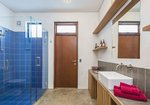 Waiheke Como Exec: Bathroom Como Exec Apartment Oneroa