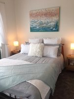 Beach Barn: Master bedroom of Rocky Bay holiday house