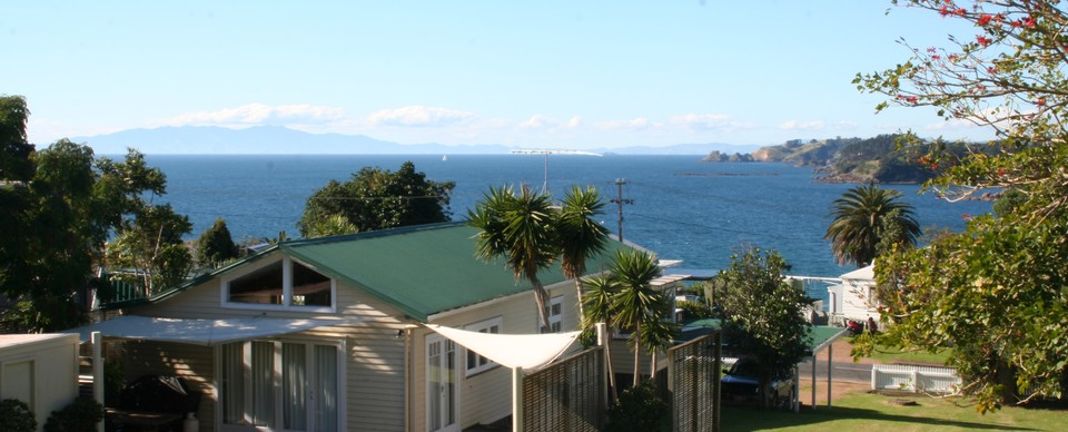 A Bach: Visit Waiheke Holiday Houses