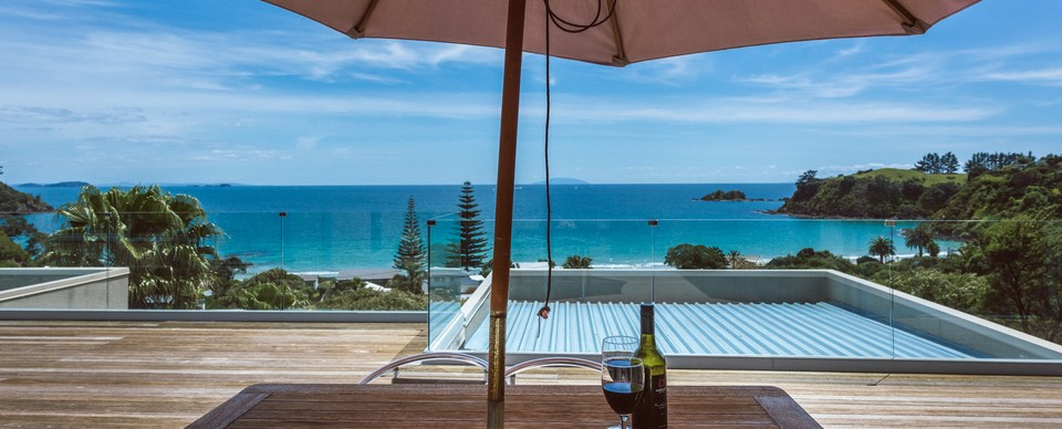 PALM BEACH LODGE - Manuka Apartment: Visit Waiheke Holiday Houses