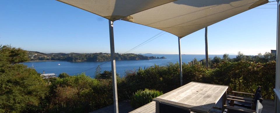 Pat's Bach: Visit Waiheke Holiday Houses