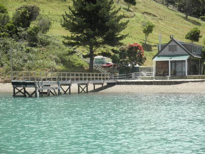 Waiheke Whites Bay: View from the water
