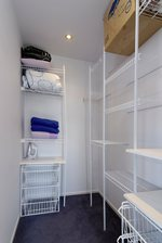 Waiheke Northern Beaches: Walk-in wardrobe for bedroom 3
