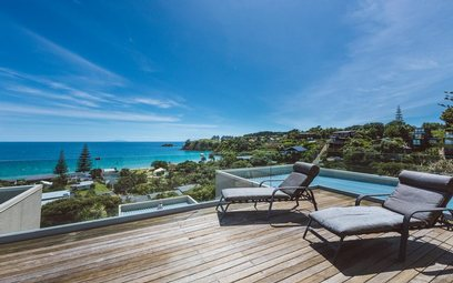 Waiheke Palm Beach Lodge - Totara: Totara Deck