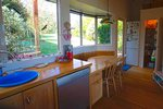 Waiheke Picnic Bay Hideaway: Kitchen nook